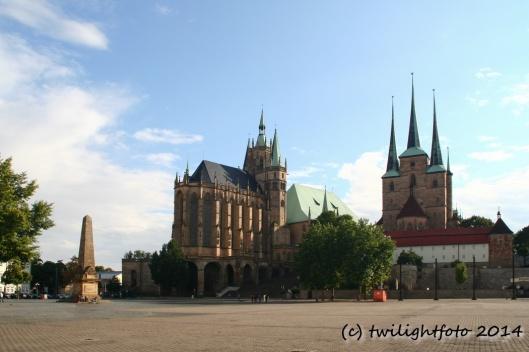 Domplatz - Dom und Severi-Kirche