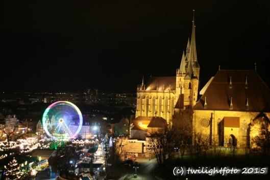 Dom über dem Erfurter Weihnachtsmarkt