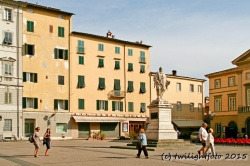 Lucca - Theaterplatz mit Garibaldi Denkmal