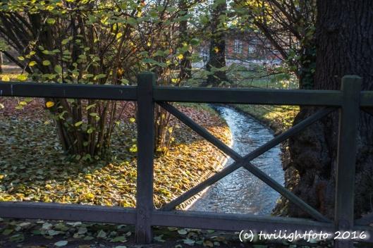 Brücke in der Herbstsonne